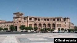 Կառավարության շենքը Երևանում, արխիվ