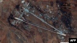 Baza ajërore, Shayrat, ku dyshohet për përdorim të gazit sarin, gjatë një sulmi në prill.