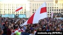 Foto nga një protestë në Minsk.