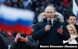 Владимир Путин выступает на митинге своих сторонников в Москве 3 марта 2018 года