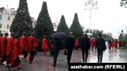 Studentler. Aşgabat (Illýustrasiýa suraty)