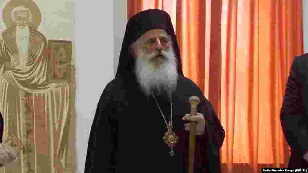 МАКЕДОНИЈА - Се надеваме во текот на оваа година и ние да се израдуваме како Автокефална црква, признаени од Вселенската Патријаршија и од останатите помесни православни цркви, изјави владиката Петар по чествувањето на Божик, еден од најголемите православни празници.
