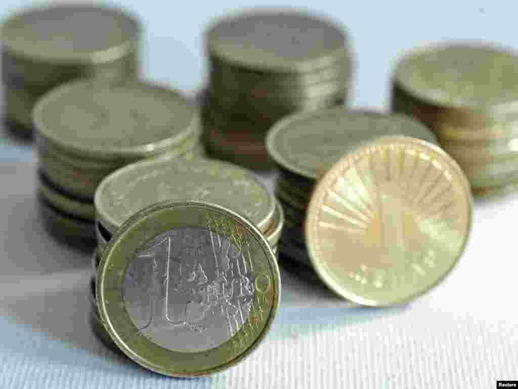 МАКЕДОНИЈА - Собранието со 61 глас ЗА и 15 ПРОТИВ, го изгласа Буџетот за 2019 година. Вкупните планирани приходи во државната каса се проектирани на 210,8 милијарди денари, а вкупните расходи на 228,5 милијарди денари. Растот на БДП е проектиран на 3,2 процента, додека стапката на инфлација на два отсто.
