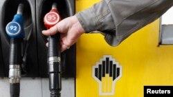 Рядовые водители утешают себя тем, что экспортная цена на российское топливо гораздо выше внутренней
