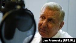 Конгресмен Дэн Бертон Азаттық радиосында отыр. Прага, 20 мамыр 2011 жыл. Көрнекі сурет
