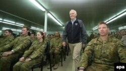 Kryeministri australian, Malcolm Turnbull, së bashku me ushtarët e vendit të tij