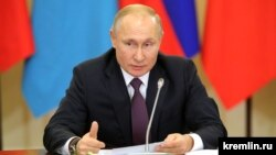 Russian President Vladimir Putin delivered the traditional greeting just moments before the Kremlin clock chimed to usher in 2020 in Russia's Far East. (file photo)