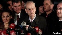 Իլքեր Բաշբուղը բանտից դուրս գալուց հետո զրուցում է լրագրողների հետ, Ստամբուլ, 7-ը մարտի, 2014թ․