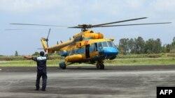 Një helikopter ushtarak i Vietnamit që merr pjesë në kërkimet për aeroplanin e zhdukur