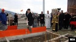 Премиерот Никола Груевски поставува камен темелник на новата зграда на Уставниот суд