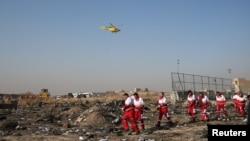 Иранские спасательные службы на месте падения самолета «Международных авиалиний Украины». Тегеран, 8 января 2020 года.