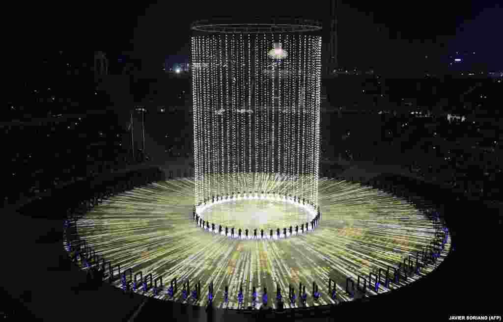 Вторая часть церемонии была посвящена теме новых технологий.