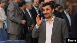 محمود احمدینژاد، رئیس جمهوری پیشین ایران، در ماههای اخیر بارها از قوه قضاییه انتقاد کرده است.