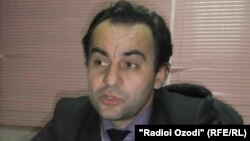 """Рустами Ҷонӣ, мудири ширкати Ориёно-медиа ва бунёдгузори нашрияи """"Имрӯзнюс"""""""