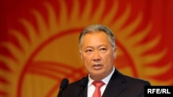 Kyrgyz President Kurmanbek Bakiev speaks at Indepencence Day celebrations in Bishkek.