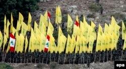 """Боевики """"Хезболлы"""" слушают выступление своего лидера Хассана Насраллы. Ливан, 2015 год"""