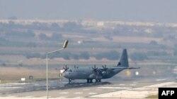 Самолет турецких ВВС на авиабазе в Турции. Иллюстративное фото.