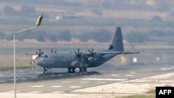 Вслед за взрывом в Анкаре турецкая авиация нанесла удары по курдским позициям на севере Ирака в приграничных с Турцией районах.