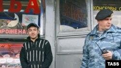 Новые поправки к закону заставят мигрантов жить двойной жизнью, полагают эксперты