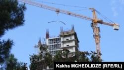 ბათუმის ტექნოლოგიების უნივერსიტეტის ცათამბჯენის მშენებლობა. 2012 წლის 30 ივნისი.