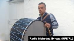 Мемет Бајрами од семејството Мајовци, познат изработувач на тапани