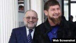 Глава Чечни Рамзан Кадыров (справа) и министр по национальной политике и внешним связям республики Джамбулат Умаров