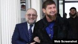 Глава Чечни Рамзан Кадыров (справа) и министр по национальной политике и внешним связям республики Джамбулат Умаров.