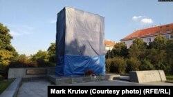 У такий спосіб районна влада Праги-6 намагалась захистити монумент Конєву від вандалів