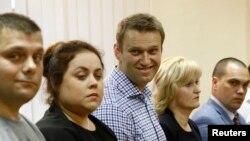 Оьрсийчоь -- Оппозицин лидер Навальный Алексей ву Кировехь кхелана хьалха лаьтташ, Товб 18, 2013