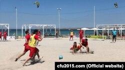 Одна из игр турнира по пляжному футболу в Оленевке