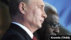 Владимир Путин ва Ламин Диак. Акс аз бойгонӣ.