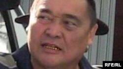 Журналист Рамазан Есіргепов қалалық соттың үкімі шыққан күні. Тараз, 8 тамыз, 2009 жыл.