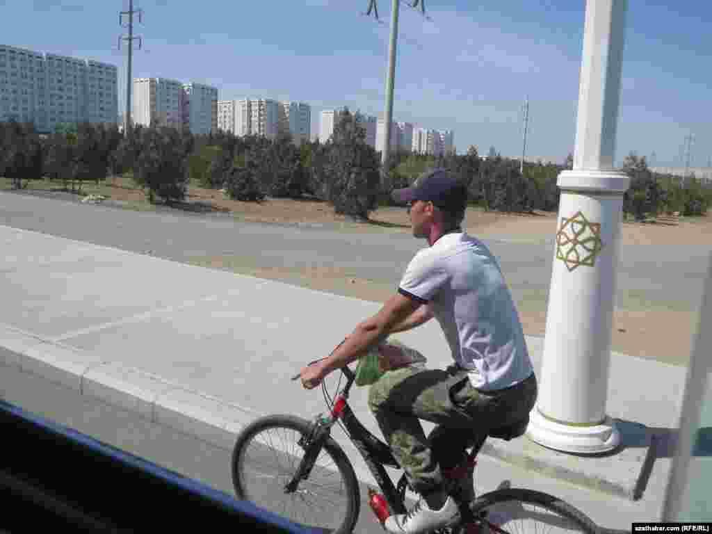 Велосипедист, Ашхабад