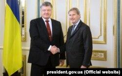 Президент Петро Порошенко провів зустріч з Комісаром ЄС з питань Європейської політики сусідства та переговорів з розширення Йоганнесом Ганом. Київ, 15 листопада 2015 року
