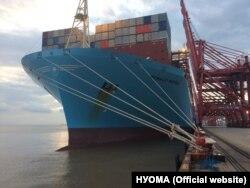 Корабель у китайському порту Нінбо