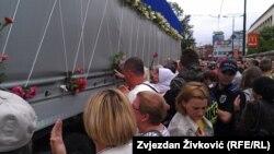 Qytetarët e Sarajevës pëcjellin për në Srebrenicë 136 arkivole