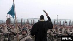 ქართველი ჯარისკაცების კურთხევის ცერემონია ავღანეთში გამგზავრების წინ. 7 აპრილი 2010 წელი.