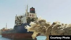 د امریکا سمندري جنګي بیړیو پرلیبیا له سلو زیات لرې واټن ویشتونکي کروز او توماهاګ توغندي توغولي دي.