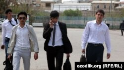 Uzbekistan - college students are returning from college to home, 15May2012