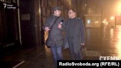 Народний депутат фракції «ВО «Батьківщина» Сергій Власенко запевняє, що вночі до Адміністрації президента прийшов поговорити про закони