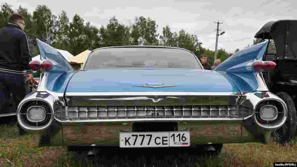 Tatarstan -- Russian festival of retro cars in Kazan, 25Aug2012