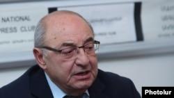 Председатель Общественного совета Армении Вазген Манукян, октябрь 2019 г.