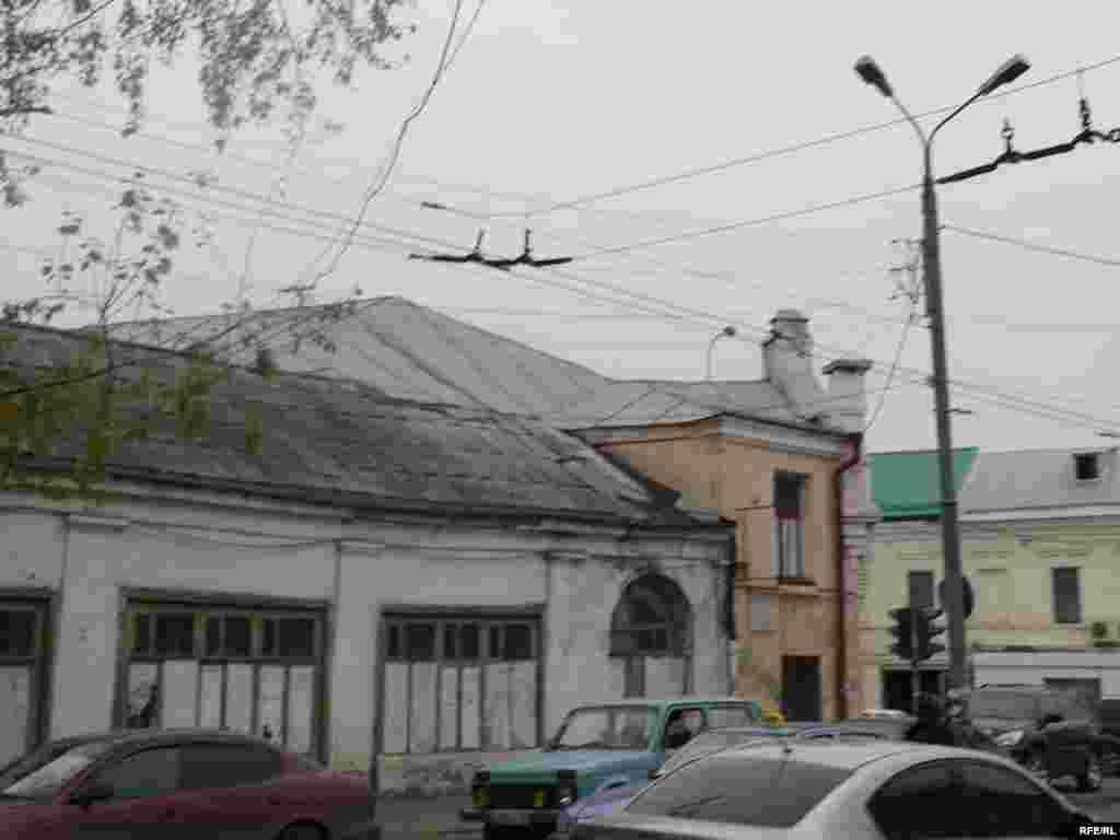 Мәскәү урамында борынгы йортлар бар әле