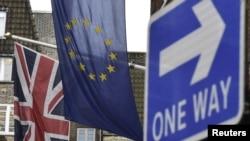 Половина британского экспорта идет в страны ЕС. А от них - половина всех инвестиций в финансовый сектор Великобритании.