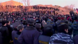 Armenia - Hundreds of Armenians demonstrate outside the Russian military base in Gyumri, 14Jan2015.