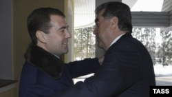 Russian President Dmitry Medvedev welcomes his Tajik counterpart Emomali Rahmon to Moscow. Will the talks continue to be so cordial?