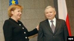 С премьером Ярославом Качиньским Ангеле Меркель пришлось встречаться прямо в аэропорту