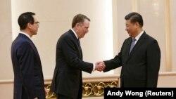 Reprezentantul american la negocieri Robert Lighthizer la primirea sa de către președintele Xi Jinping la 15 februarie 2019