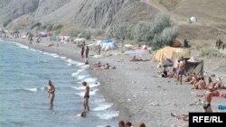 Севастопольські пляжі заповнені людьми попри санітарні заборони