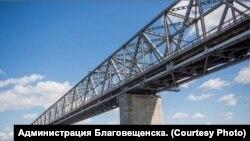 Мост через Зею в Благовещенске.